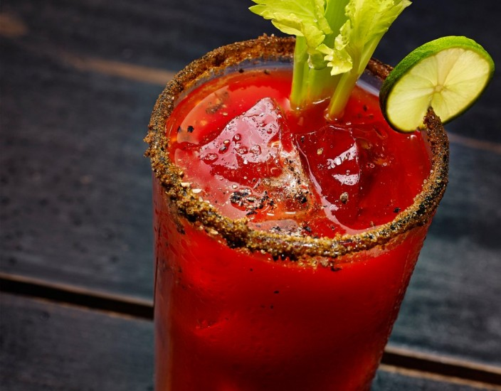 C cteles con cerveza y no no son para ni itas for Coctel bloody mary