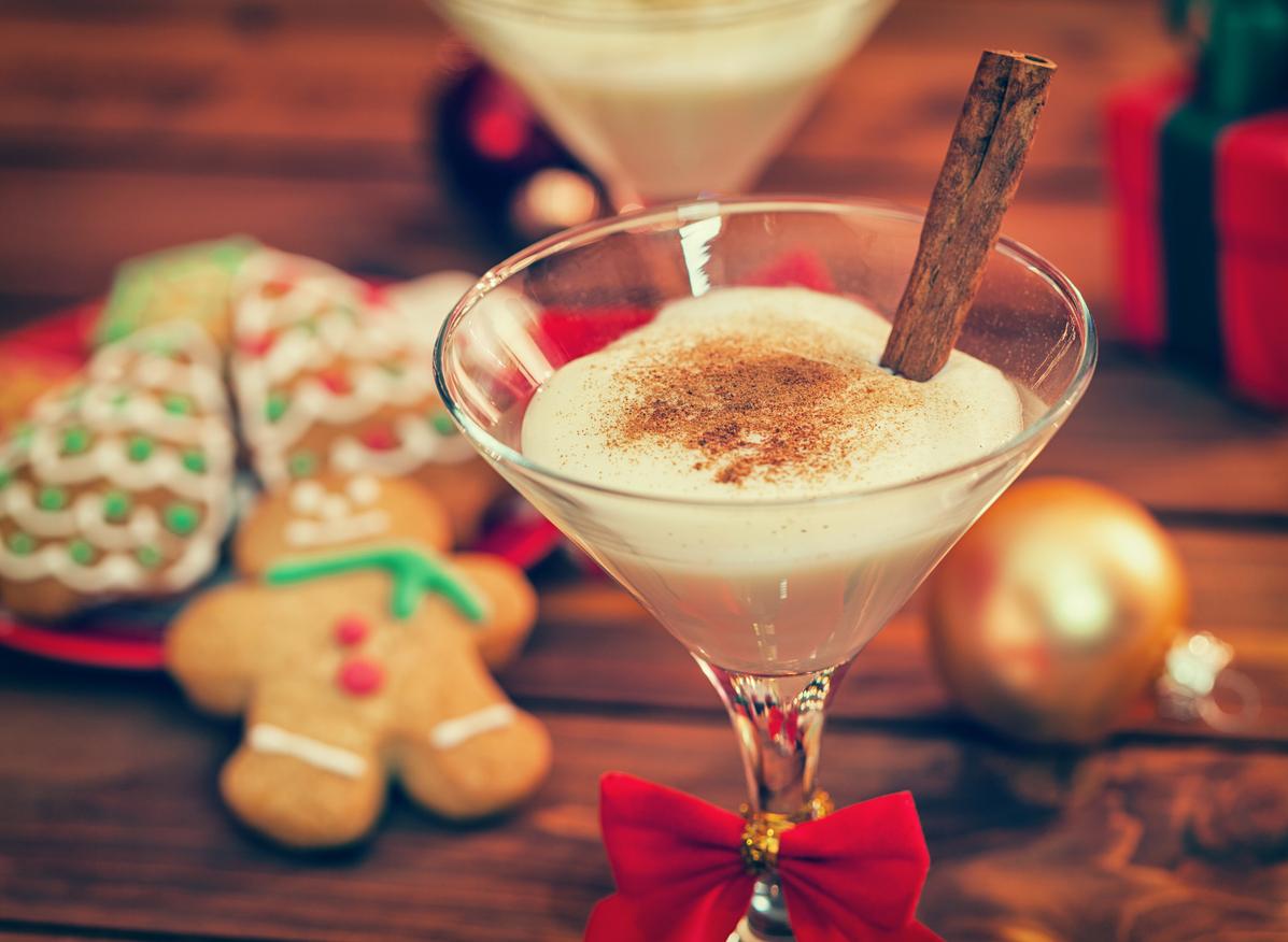 copa de rompope durante Navidad