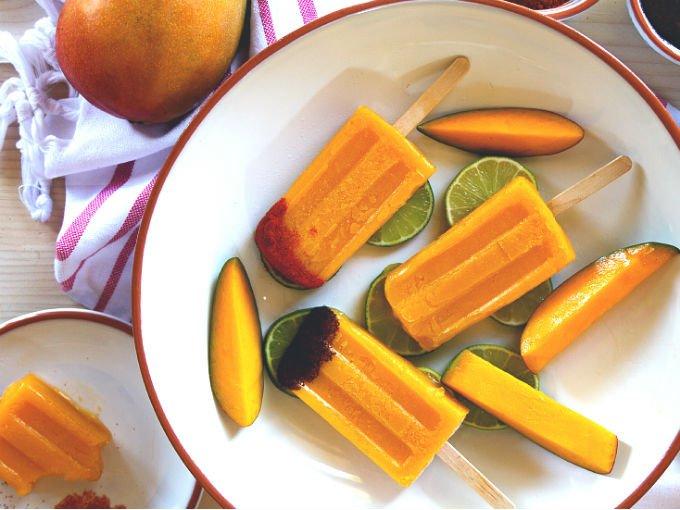 Paletas de mango enchilado con tequila
