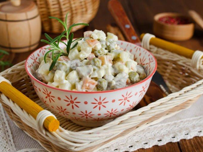 Ensalada rusa de pollo cocinadelirante for Cocinar ensaladilla rusa