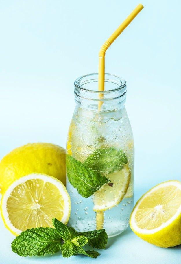 porque tomar agua con limon
