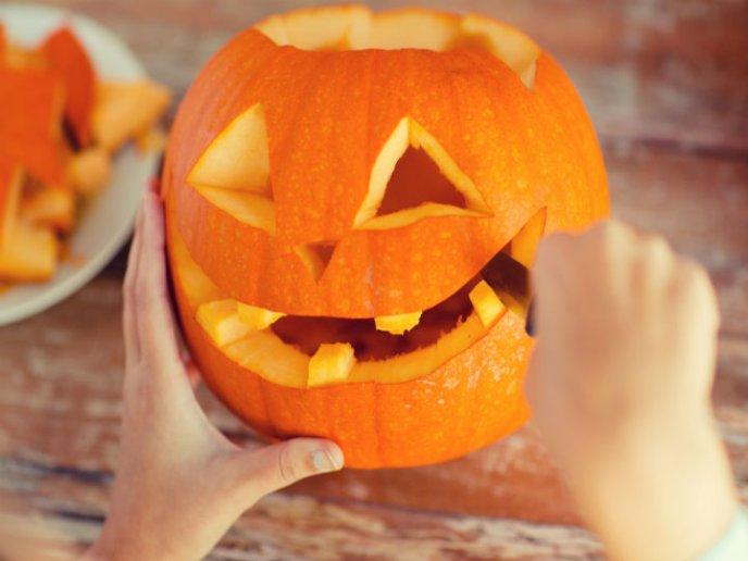 Esta Es La Forma Más Divertida De Limpiar Y Decorar Una Calabaza Para Halloween