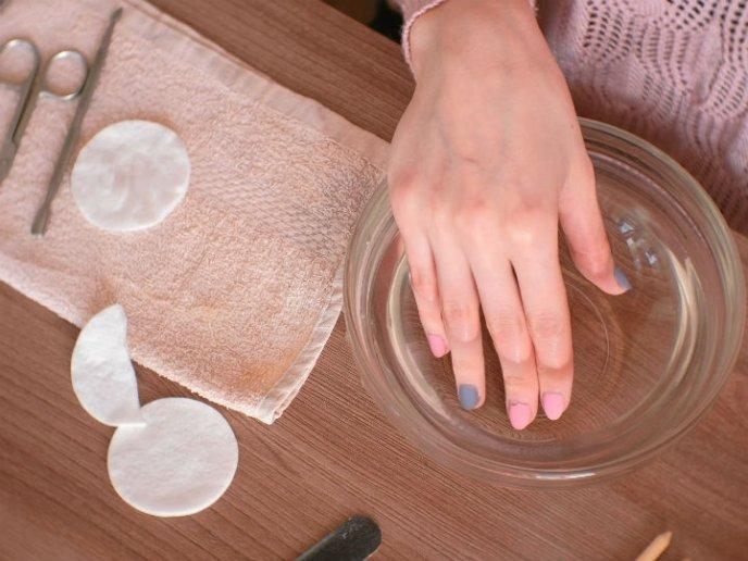 como quitar uñas acrilicas facil en casa