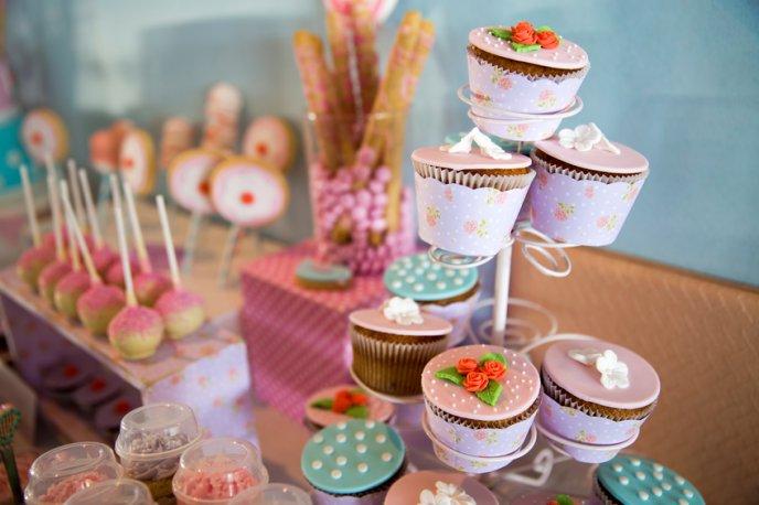 7 pasos para armar una mesa de dulces cocinadelirante for Como decorar mesa de postres para baby shower