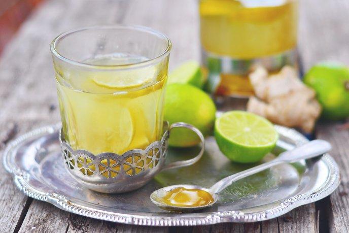 Tiene tomar limon tibia con agua miel y beneficios que