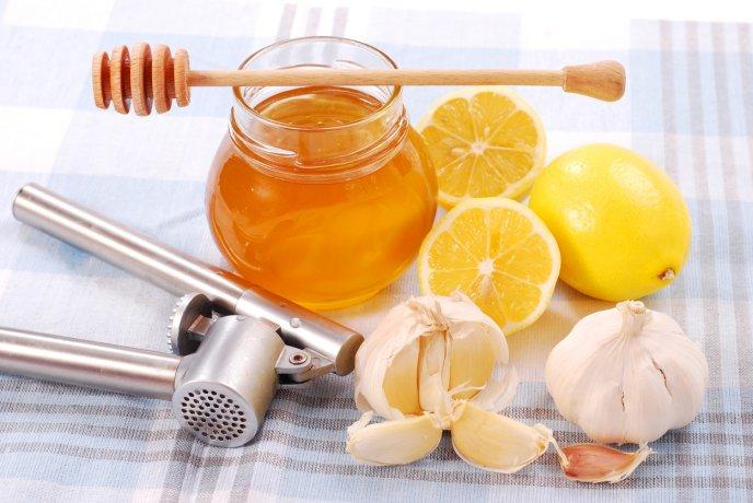 tomar miel con ajo para que sirve