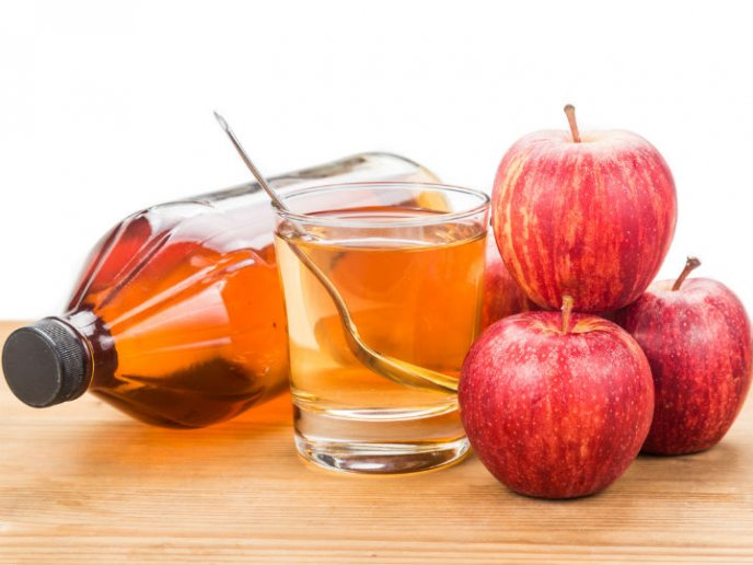 Tomar agua con vinagre de manzana