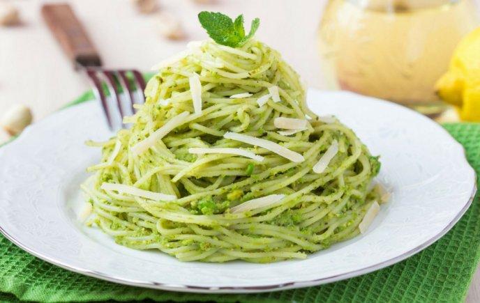 Disfruta Del Espagueti Verde Con Una Deliciosa Salsa De Perejil