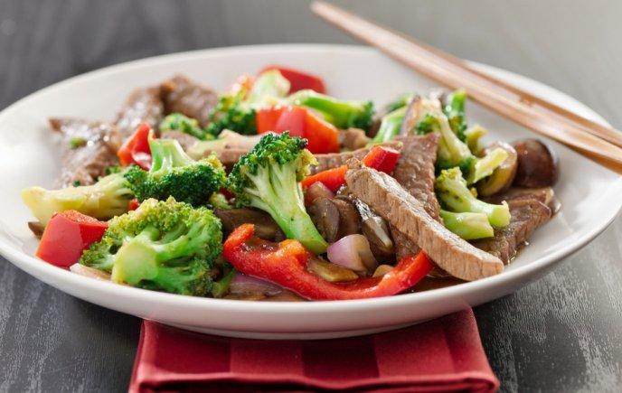Salteado agridulce de pollo y vegetales