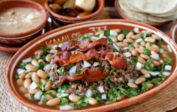 https://cdn2.cocinadelirante.com/sites/default/files/styles/gallerie/public/images/2018/05/carne-en-su-jugo-receta.jpg