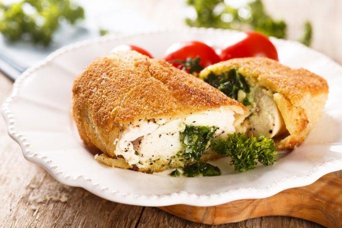 Jugoso pollo kiev relleno de mantequilla con perejil, Â¡de Rusia hasta tu mesa!