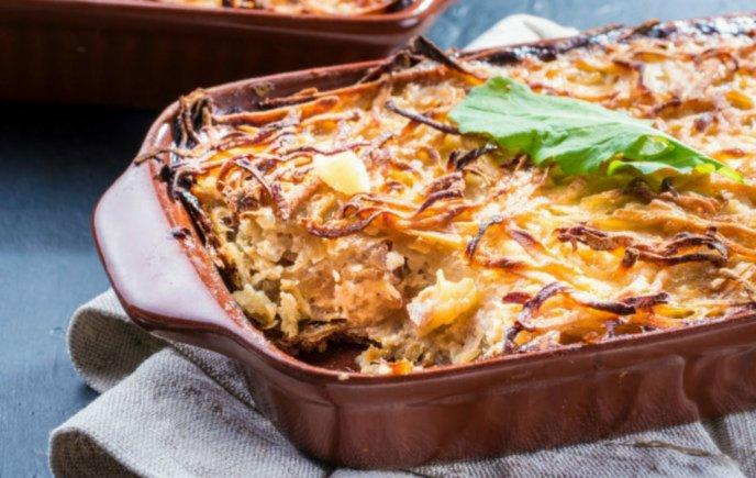 Hornea El Pastel Azteca Más Delicioso De Tamales Verdes Con Pollo Y Queso