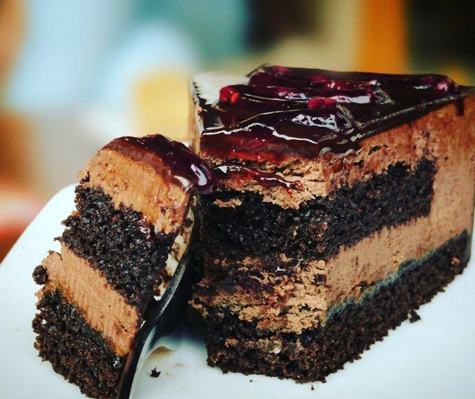 Hornea este esponjoso pastel con un cremoso mousse de chocolate