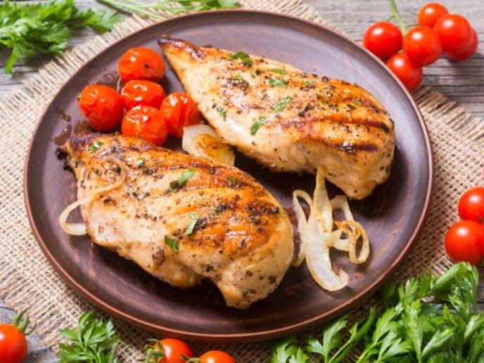 es saludable comer pechuga de pollo a diario