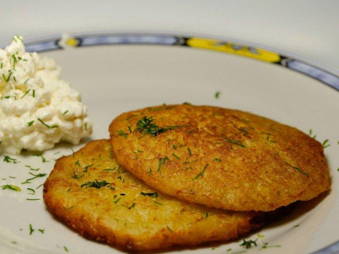 Prueba estas delirantes tortitas de camarones con nopales (receta fácil)