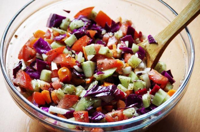 Deliciosa ensalada para desinflamar el vientre y eliminar toxinas