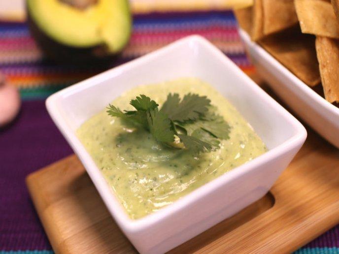 Prepara salsa tipo guacamole, Â¡sin aguacate!