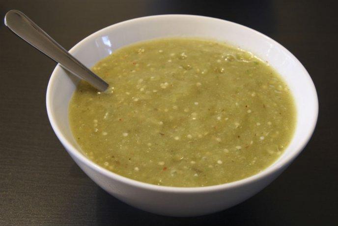 Salsa verde con mango y chile habanero, Â¡ideal para carnes asadas!