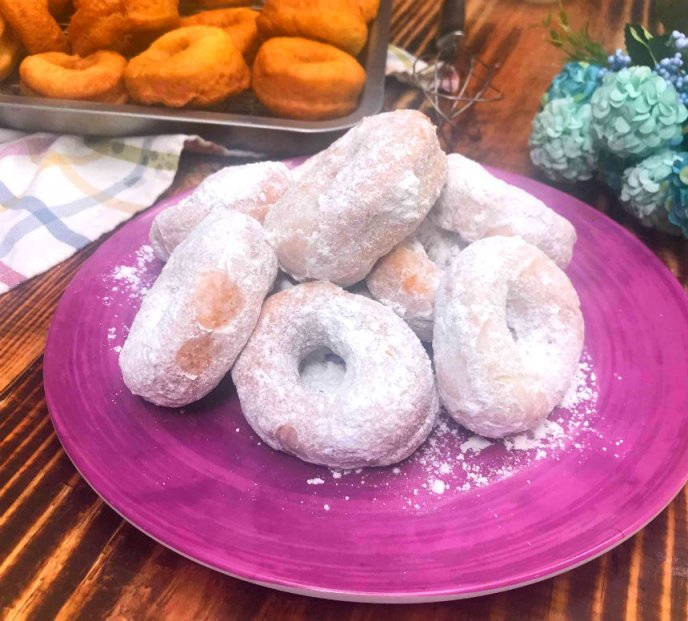 Consiente A Tu Familia Con Estas Donitas Cubiertas En Azúcar Glass Receta Fácil