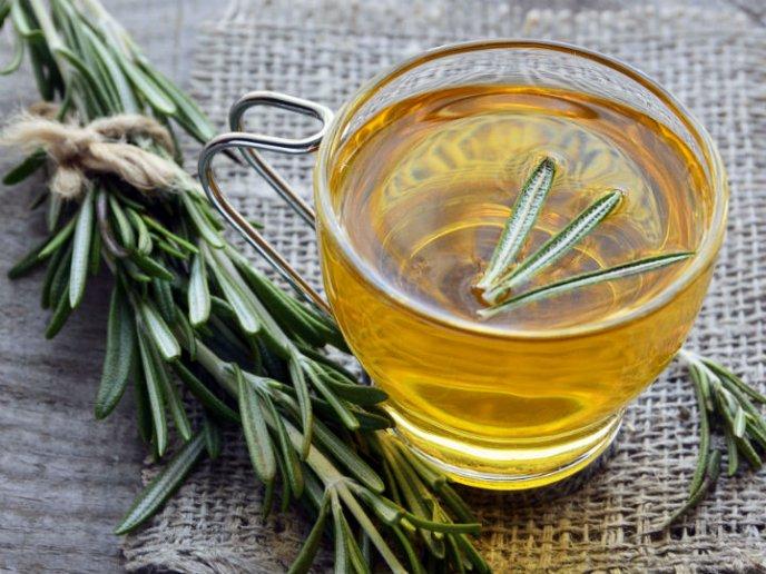 para que sirve el té de romero en ayunas