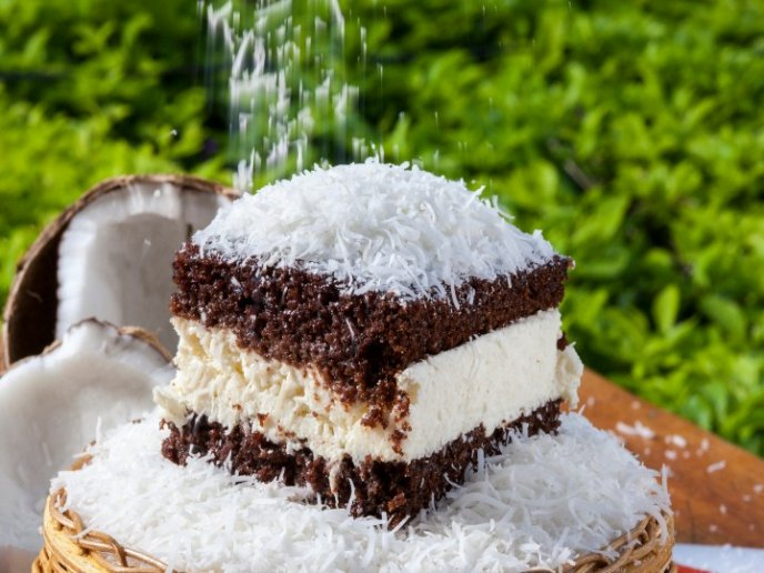 Pastel De Chocolate Con Mousse De Coco Sencillo