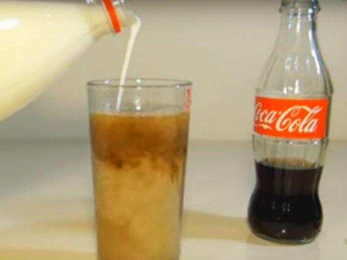que ocurre cuando combinas coca cola con leche