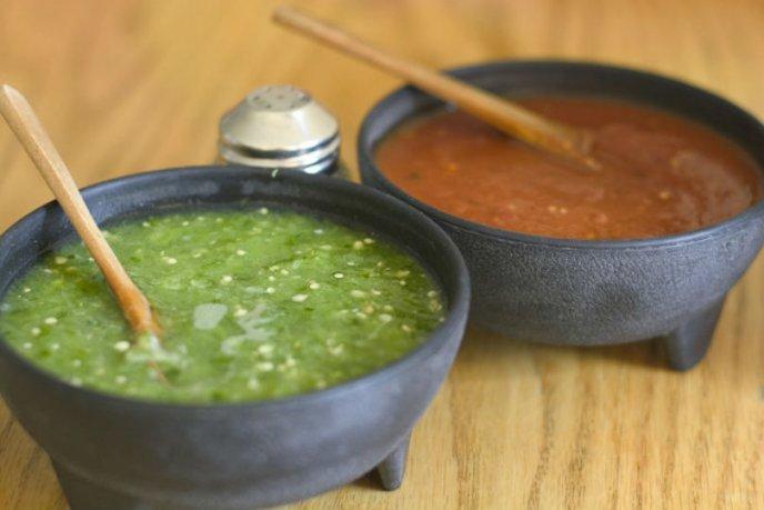 recetas faciles de salsa roja y verde para huevos sabrosas