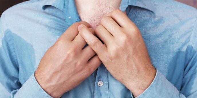 como eliminar el olor a sudor de la ropa