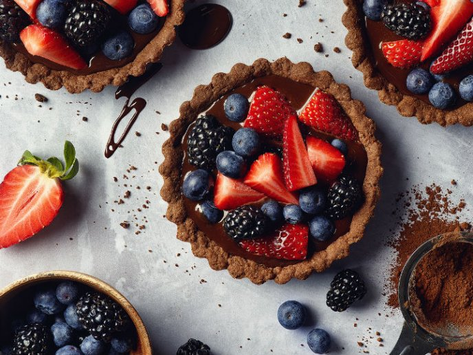 Deliciosa tarta de chocolate, vino tinto y frutos rojos, ¡sin horno!